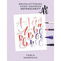 (No. 840402) Brushlettering voor iedereen - oefenschrift ABC Carla Kamphuis - 9789043922234